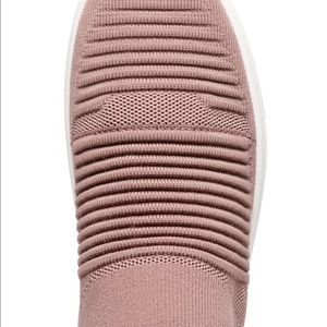 Time and Tru Shoes - Women Time and Tru Memory Foam knit sneakers